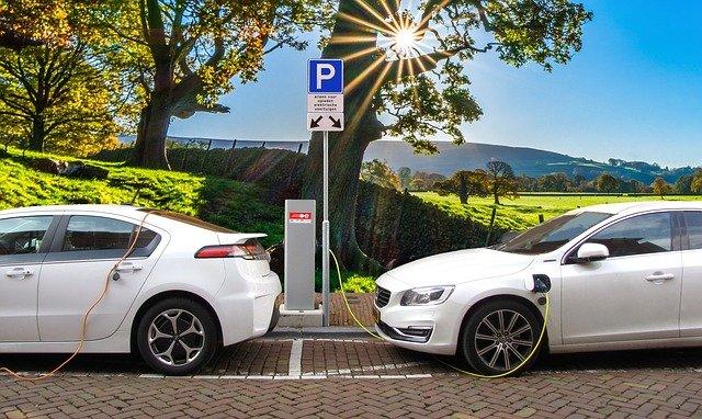 Cómo elegir la póliza de seguro adecuada para su coche eléctrico